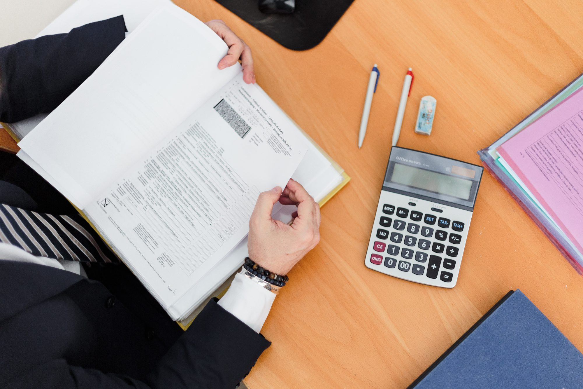How Much Is Insurance For a Consultant?